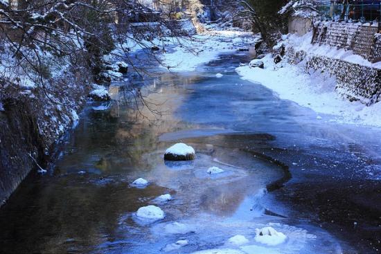Air Terjun Fukuroda di musim dingin