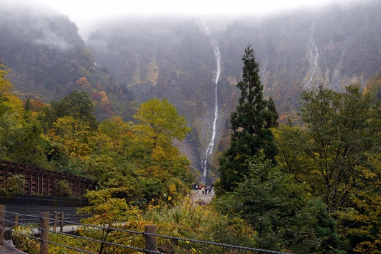 Air terjun Shomyo di musim gugur