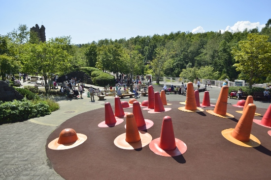 Area permainan di Takino Suzuran Hillside Park