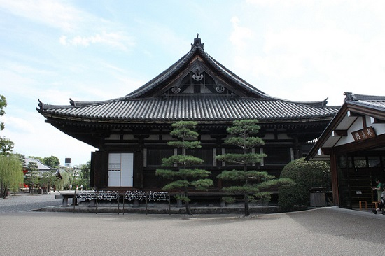 Bangunan tempat 1000 patung kannon di Kuil Sanjusangendo