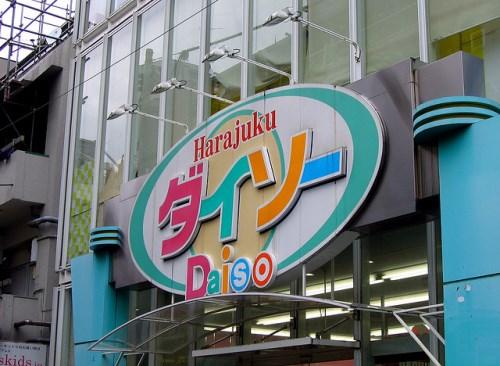 Belanja di toko 100 Yen Shop