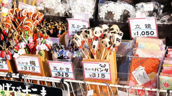 Belanja oleh-oleh di Asakusa