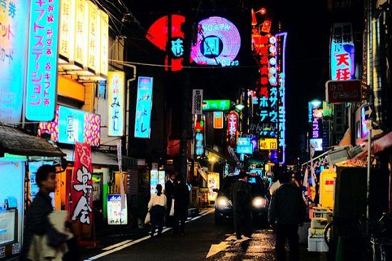 Berbelanja malam hari di Sennichimae Doguyasuji Osaka
