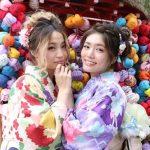 Berfoto bersama dengan kimono wargo
