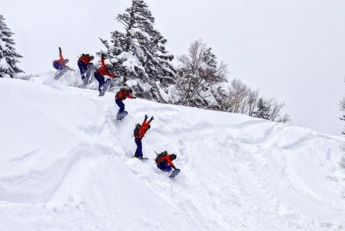 Bermain ski es di Sapporo di Hokkaido