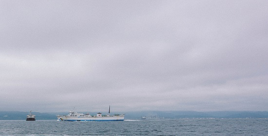 Bersantai melihat kapal dari Pelabuhan Hakodate