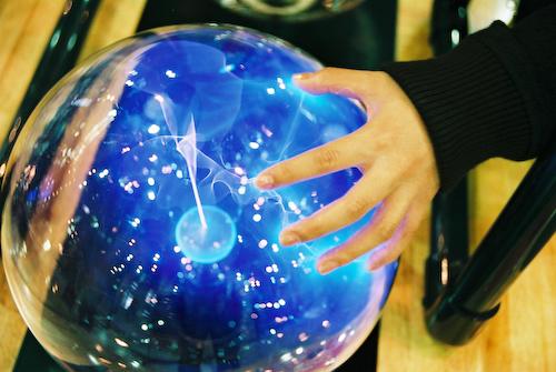 Bola Van der graaf penghasil listrik statis