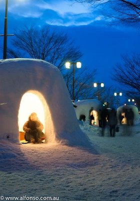 Coba masuk rumah igloo saat Festival Kamakura Akita