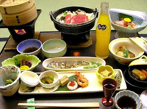 Contoh menu makan malam di ryokan Jepang