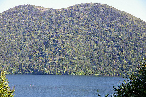 Danau Shikaribetsu pada musim panas