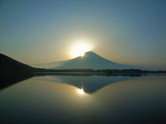 Fenomena Diamond Head Gunung Fuji dari Danau Tanuki