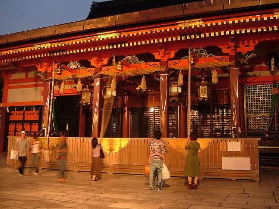 Festival Okera-Mairi di Kuil Yasaka Kyoto