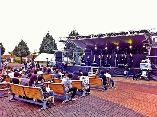 Festival di Universitas saat musim gugur