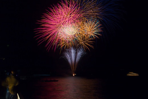 Festival kembang api di Danau Toya