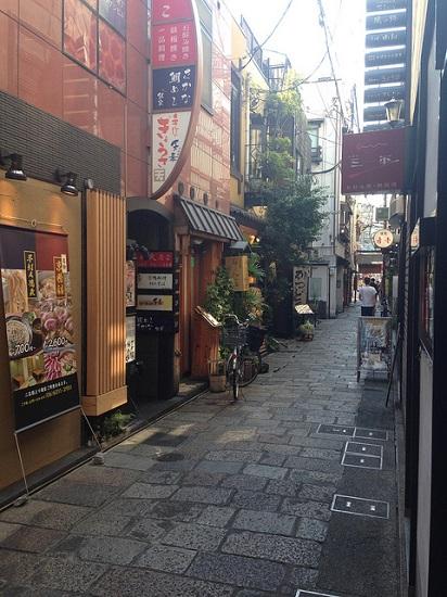 Gang sempit di Hozenji Yokocho Osaka