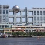 Gedung Fuji Televisi dari kejauhan
