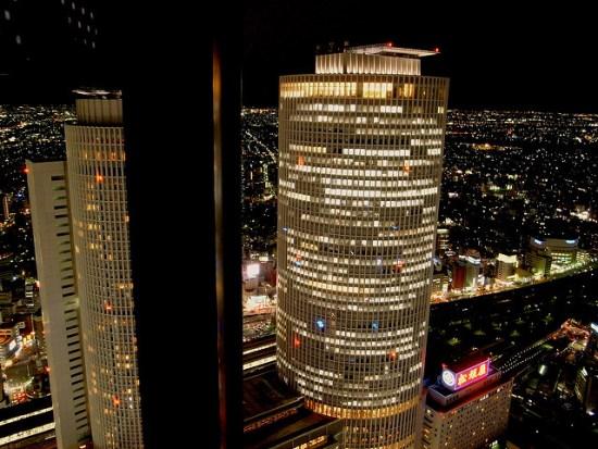 Gedung JR Central Towers dari Midland Square
