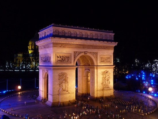 Gerbang Arc De Triomphe di Tobu World Square