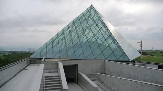 Glass Pyramid Hidamari di Moerenuma Park