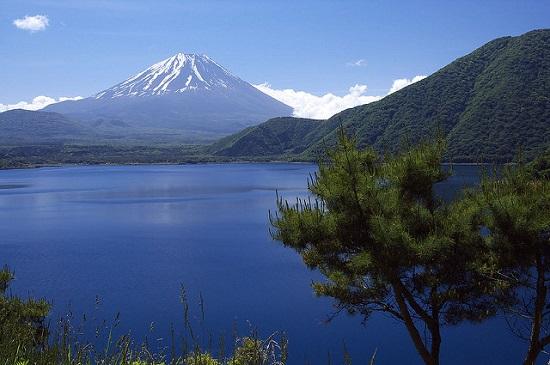 Gunung Fuji dan Danau Motosuko