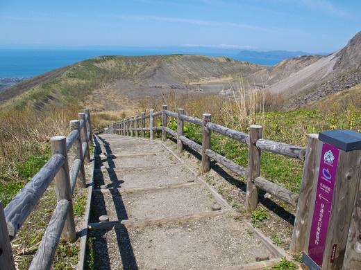 Gunung Usu dan Danau Toya