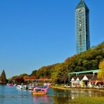 Higashiyama Sky Tower dari danau buatan