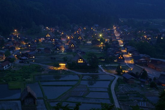 Iluminasi di Shirakawa-go
