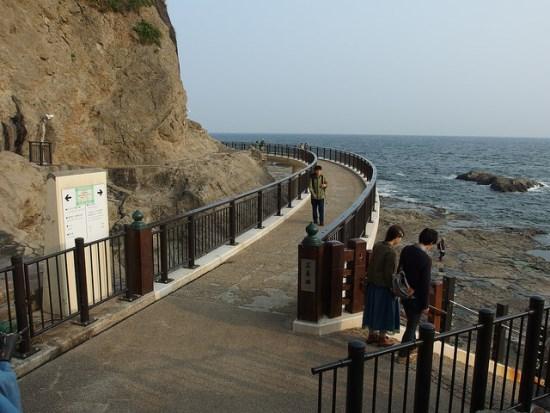Jalan menuju Gua Naga Iwaya