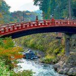 Jembatan Shinkyo menuju ke Kuil Rinnoji di Nikko
