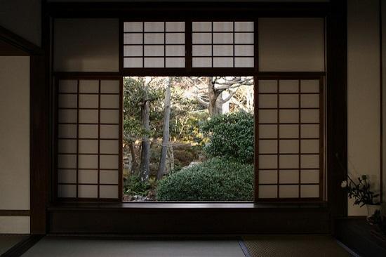 Jendela Kebingungan di Kuil Genkoan