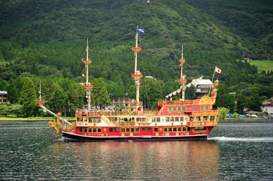 berlayar di ashinoko