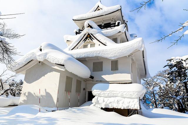 Kastil Yokote tertutup salju di musim dingin