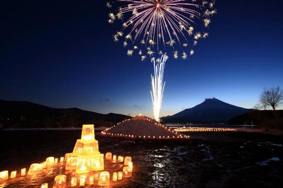 Kembang api saat Yamanakako Ice Candle Festival
