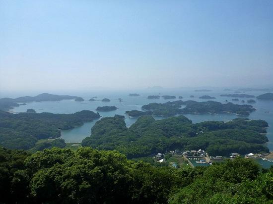 Kepulauan Kujukushima dari atas observatorium Yumiharidake
