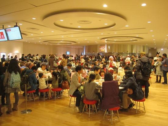 Keramaian di restoran Museum Ramen Yokohama