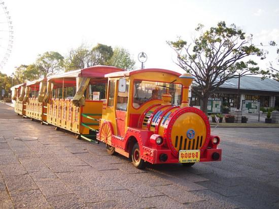 Kereta Nanohana di Taman Kasai Rinkai Tokyo