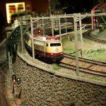 Kereta melintas diorama di Museum Kereta Hara