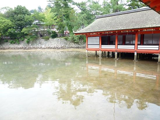 Kolam cermin di Kuil Itsukushima Miyajima