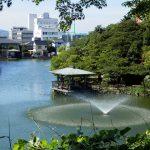 Kolam di tengah Taman Kastil Takaoka