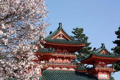 Kuil Heian Jingu di musim semi