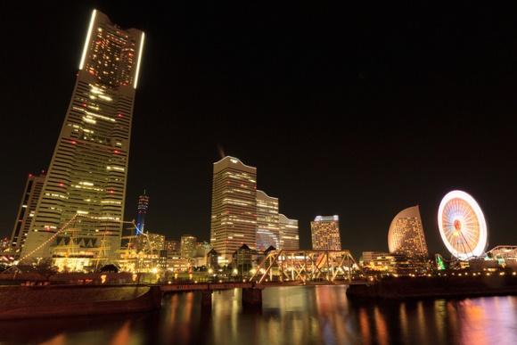 Landmark Tower Yokohama di waktu malam