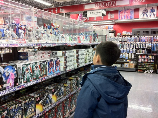 Liburan di Odaiba: Ke Gundam Store