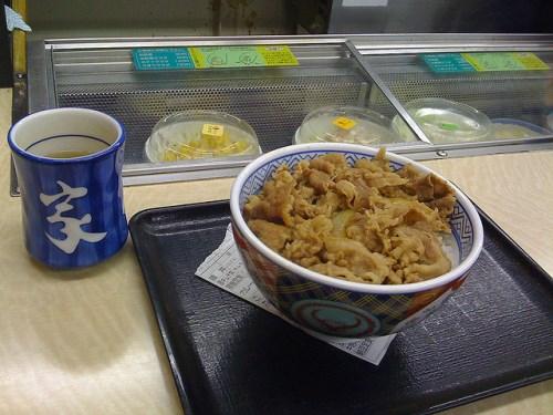 Makan gyudon di Jepang