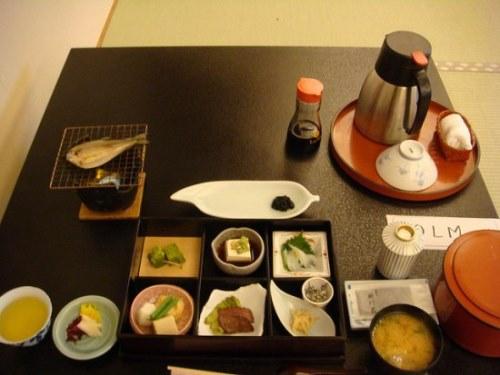 Makanan di penginapan tradisional Jepang