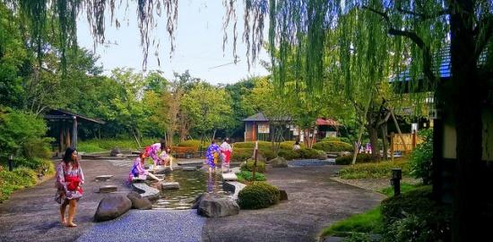 Memakai yukata dan berendam di onsen