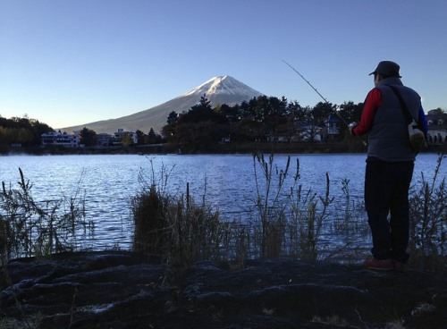 Memancing di danau Kawaguchiko
