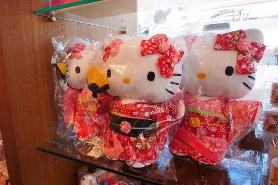 Membeli Produk Anime di Jepang Boneka hello kitty