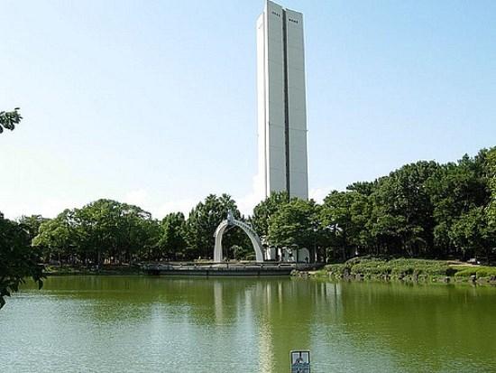 Menara perdamaian di Taman Daisen Osaka