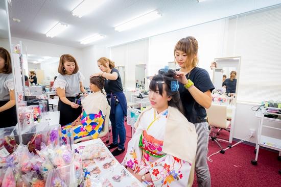 Penata rambut di rental kimono Yumeyakata