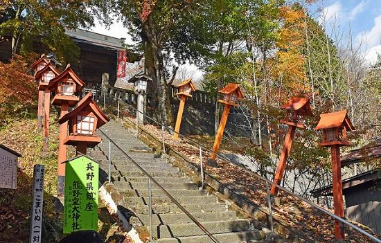 Mengunjungi Kuil Kumano Kotai Jinja saat menuju Usui Pass